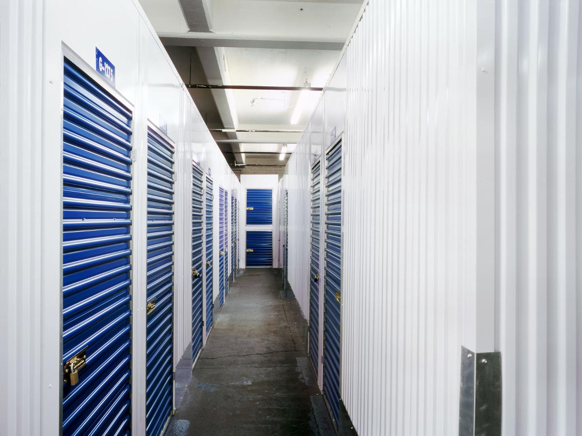 in-door storage units in Branford, FL